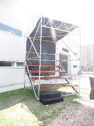 Alquiler de tribunas de 2,57 x 2,57m con techo Alquiler de tribunas